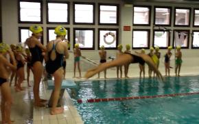Il team agonistico di nuoto della 1^ Media BInterculturale